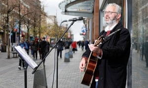 David Burns singing and playing Guitar on Sauchiehall Street, Glasgow.