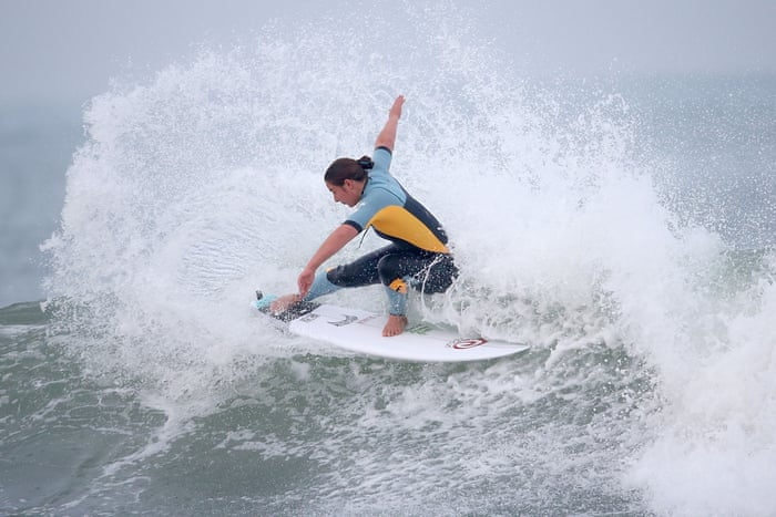 Surfing Goes Inland Kelly Slaters Artificial Waves Push Pro Tour - Surfing inside 27 second long barrel wave