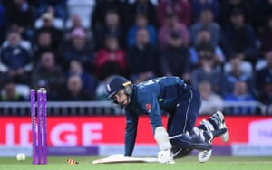 Curran looks at the stumps as Pakistan attempt to run him out.