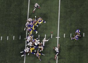 Greg Zuerlein kicks a 53-yard field goal