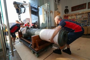 Workers move a cannon into position in Sunderland, UK