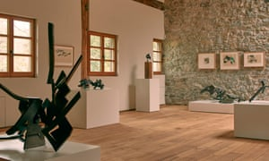 Pieces from the Ecos exhibiton on display in the Chillida Leku farmhouse.
