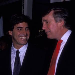 Trump con John Casablancas, quien participó en la competencia, en los premios Look of the Year de 1991, en el Trump's Plaza Hotel en Nueva York