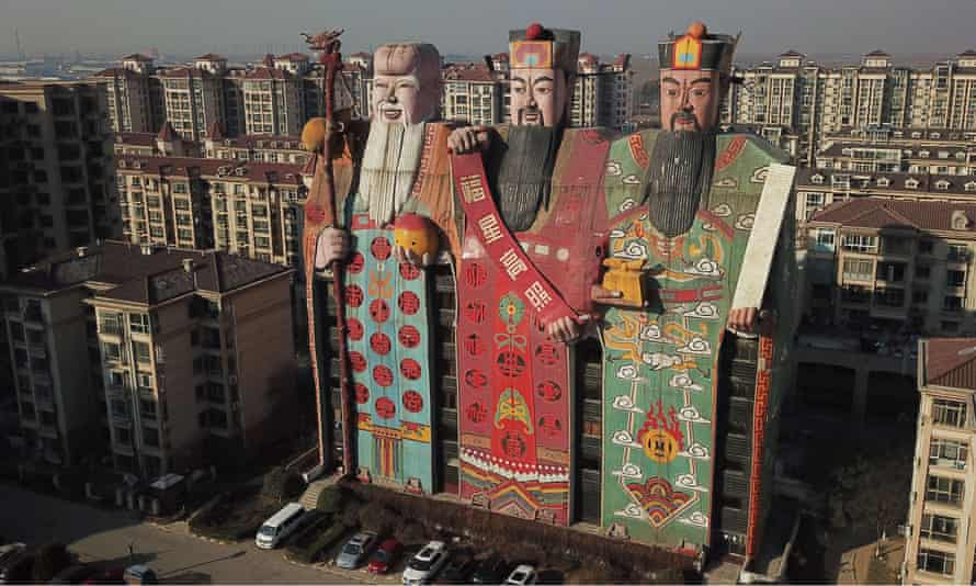 The Tianzi Hotel, located in Langfang, north China's Hebei Province, is regarded as one of the ugliest buildings in China, featuring the gods of fortune, happiness and longevity