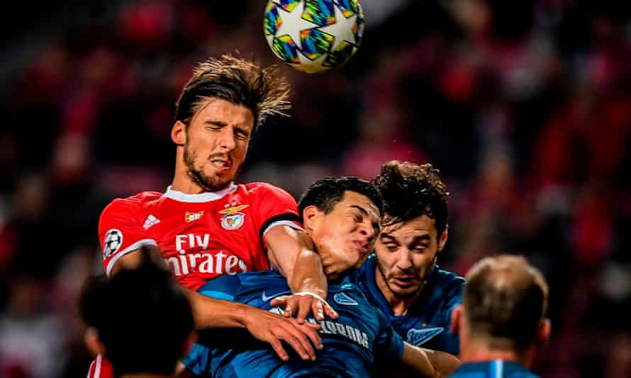 Rúben Dias wins a header against Zenit Saint Petersburg while playing for Benfica in December 2019.