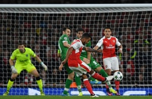 Walcott scores the second for Arsenal.