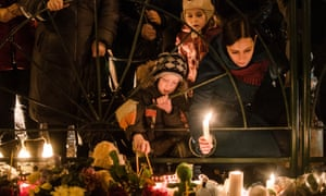 People lighting candles in commemoration of victims of Airbus 321 crash
