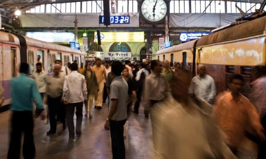 Crowds at Mumbai railway station