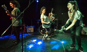 Hinds in concert in London, on 21 January 2015