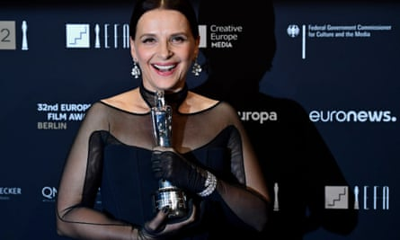 Juliette Binoche poses with her European achievement in world cinema award