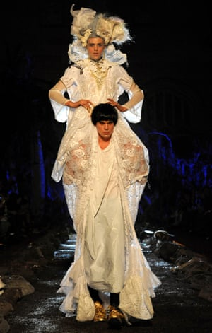 The final look in the Renaissance Dinosaur spring/summer 2010 collection was a 'dino bride' on the shoulders of a 'tottering lace-draped himbo'. Acclaimed fashion writer Tim Blanks compared the collection to a John Waters film.