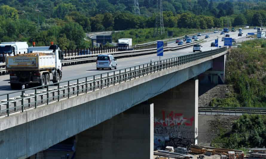 The Salzbachtalbrücke on the A66 motorway near Wiesbaden, Germany.