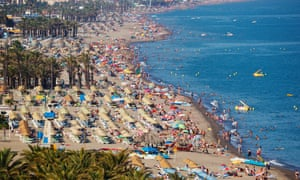Packed on the playa … holidaymakers fill the beach at Torremolinos, Malaga, Andalusia, Spain.