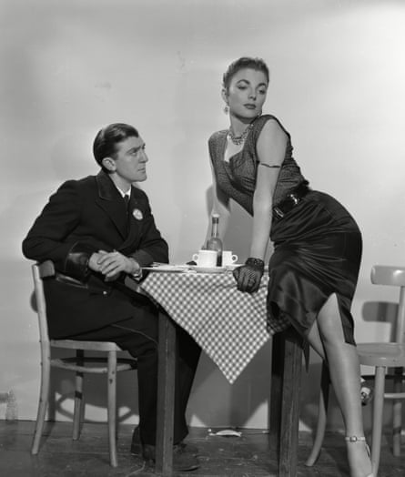 Glyn Houston and Joan Collins in the 1953 film Turn the Key Softly.