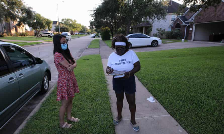 Cynthia Ginyard signs up voters in Sugar Land, Texas.