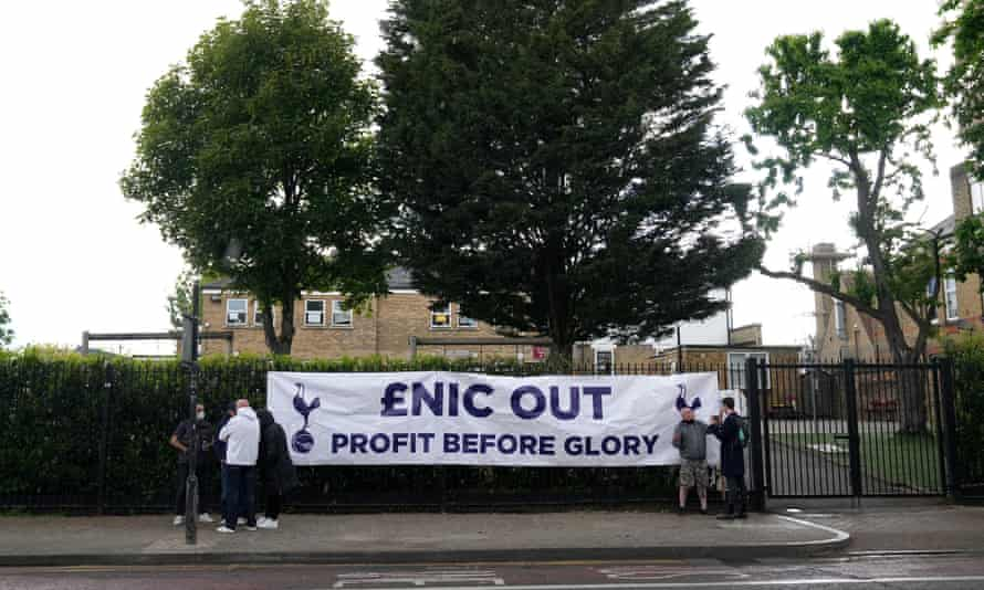 Tottenham fans protest against Daniel Levy and Enic after the European Super League debacle, which together with the pursuit of Conte looks like their last shot at leveraging their Big Club status.