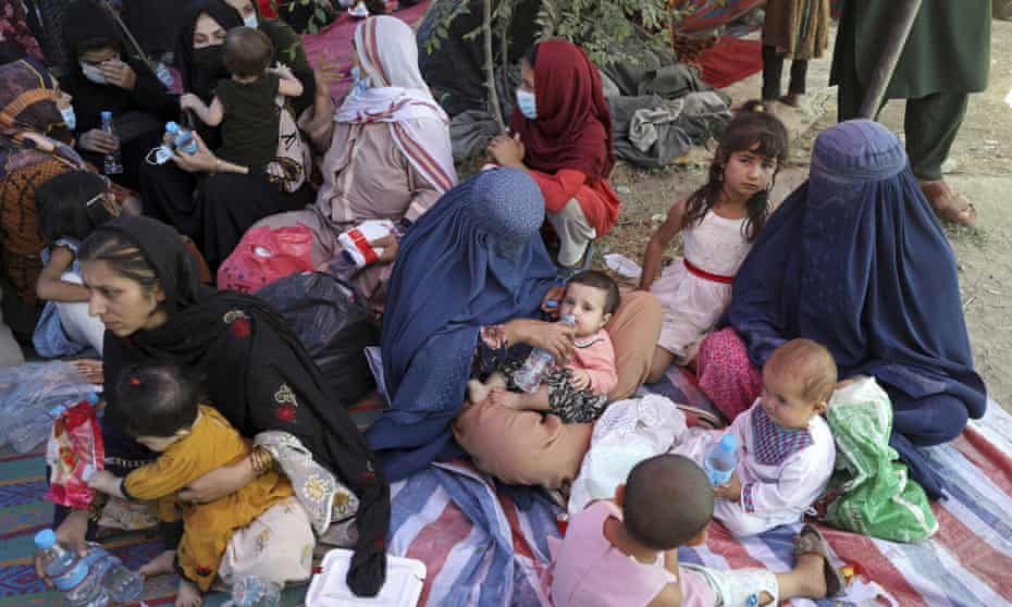 Mothers and children displaced by fighting in the northern provinces camped in a Kabul park.