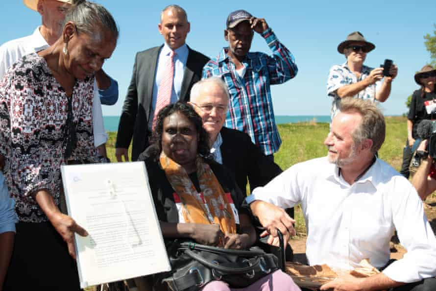 The prime minister, Malcolm Turnbull, poses with traditional land owners and the Indigenous affairs minister, Nigel Scullion (right), after a Darwin ceremony on Tuesday where the Kenbi deeds were handed back.