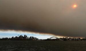 Bushfire smoke chokes Sydney's harbour in 2013.