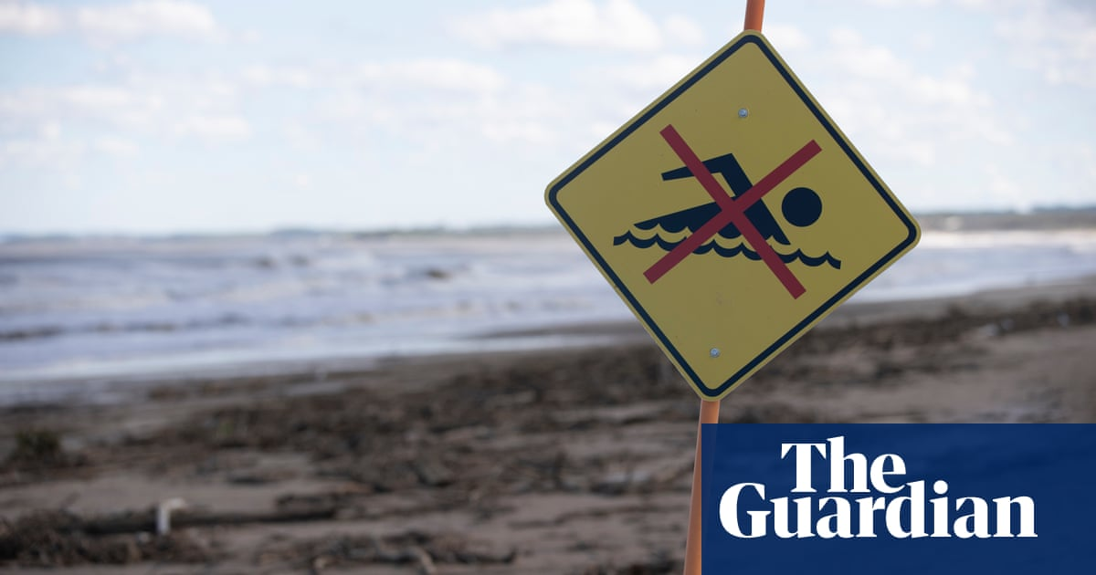 Contamination fears after NSW floods prompt beach closures and water restrictions