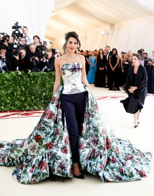 Is there anything human rights lawyer Amal Clooney doesn't ace? The event's other co-chair had her own take on Met Gala style, wearing Richard Quinn's majestic creation of silver foil bustier with dramatic train over navy cigarette pants.