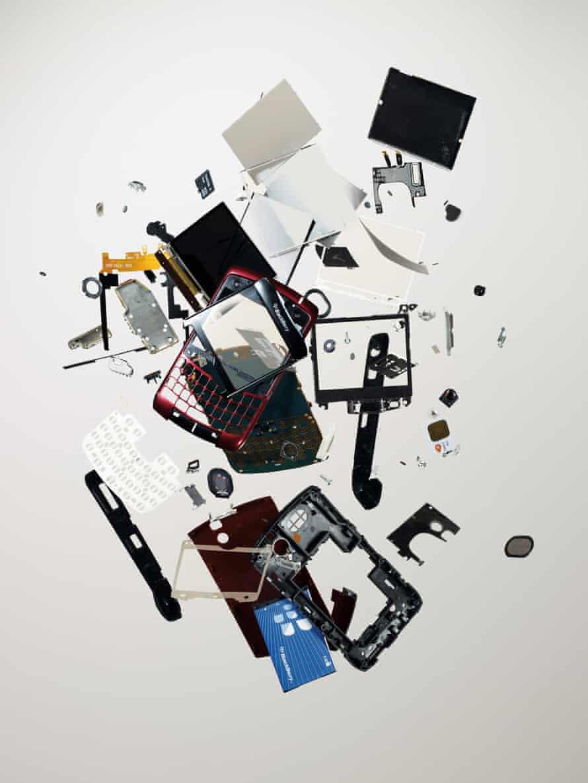 BlackBerry smartphone, 2007 (120 components).