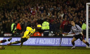 Following an injury to keeper Paddy Kenny, Sheffield United's Phil Jagielka performed heroics, including tipping over this shot of Robin Van Persie, as the Blades earnt a memorable 1-0 win.