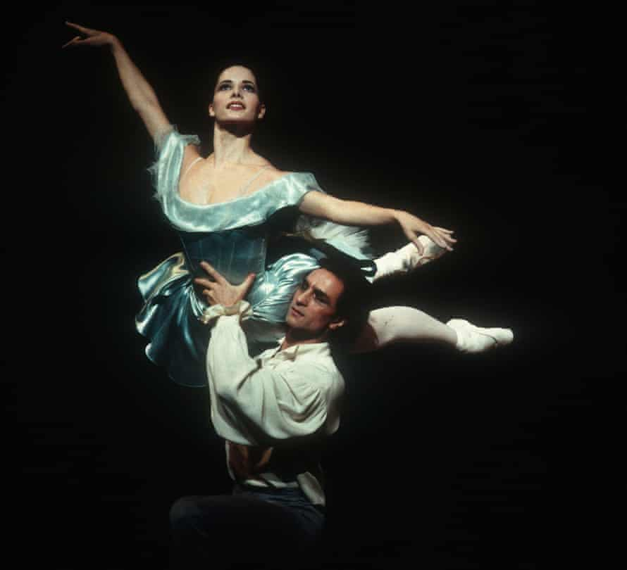 Darcey Bussell and Irek Mukhamedov in Mr Worldly Wise by Twyla Tharp at the Royal Opera House, London, in 1995.