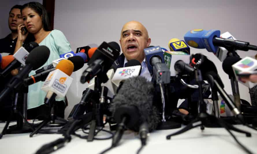 Jesus Torrealba, leader of Venezuela's coalition of opposition parties (MUD), said at a news conference in Caracas on 21 October: 'We cannot docilely accept what is happening.'