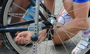 """Really helpful: 'The cyclist looked at my bike: 'Your chain's come of.f""""'"""
