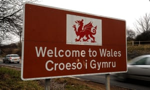 The Welsh language campaign group Cymdeithas yr Iaith strongly criticised the bank's reply.