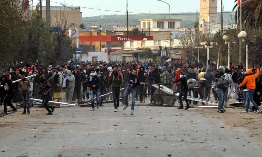 Protesters clash with Tunisian security forces in Tebourba