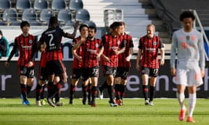 Eintracht Frankfurt players celebrate on a bad day for the leaders in Germany and Spain