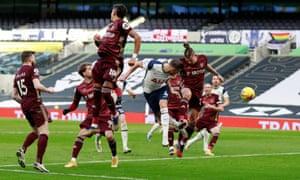 Tottenham Hotspur's Toby Alderweireld scores their third.