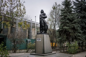 Many of the statues are taken to local wastelands – as property of the municipalities they cannot be sold or destroyed without official permission. Here in Odessa, the Lenin statue was replaced with one of Darth Vader)