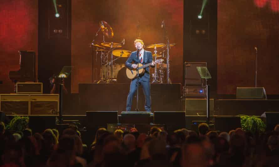 چهارشنبه شب اد شیران در رود لاور آرنا برنامه اجرا می کند.