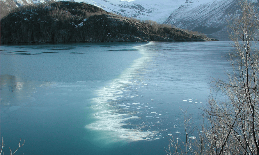 A bubble curtain of compressed air released to prevent Norway's Holandsfjord freezing over.