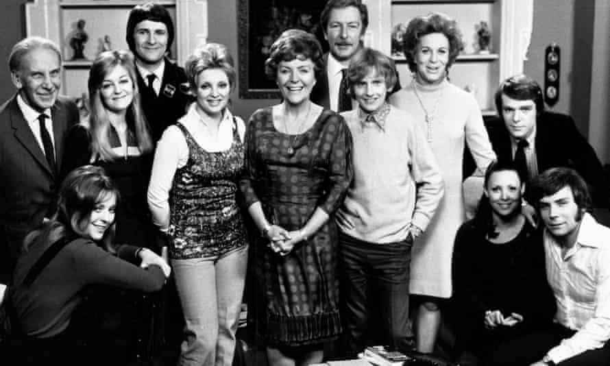 The cast of Crossroads, with Noele Gordon, centre.