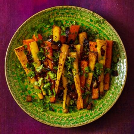 Panais et carottes rôtis au beurre de cumin par David Tanis