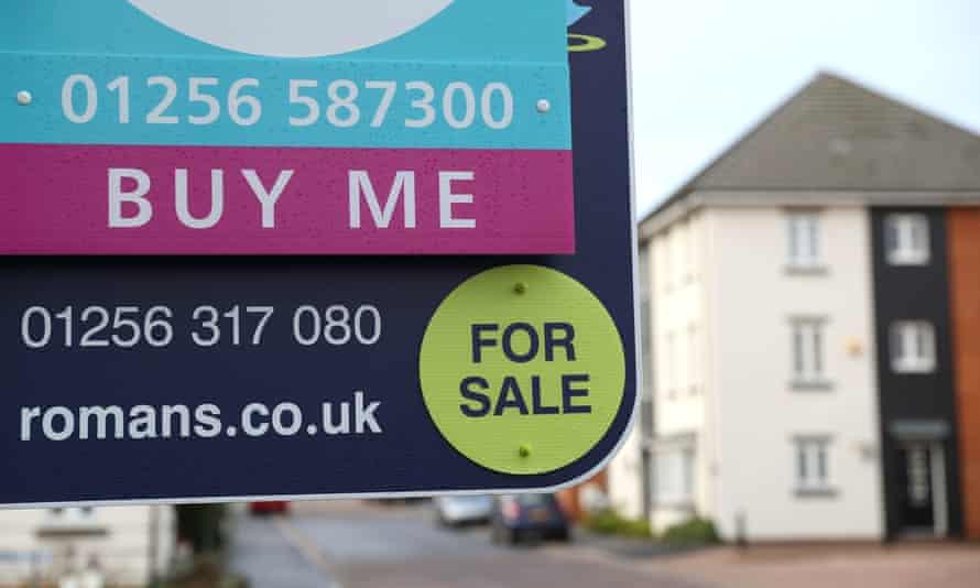 Board outside a house for sale in Basingstoke, Hampshire.