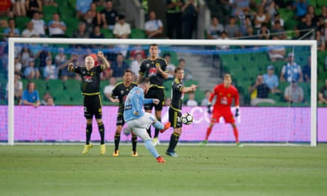 Ten-man Melbourne City draw with Mariners after VAR awards equaliser