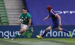 Kelleher goes over for Ireland to peg back the French.