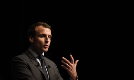 Emmanuel Macron is standing as an independent.