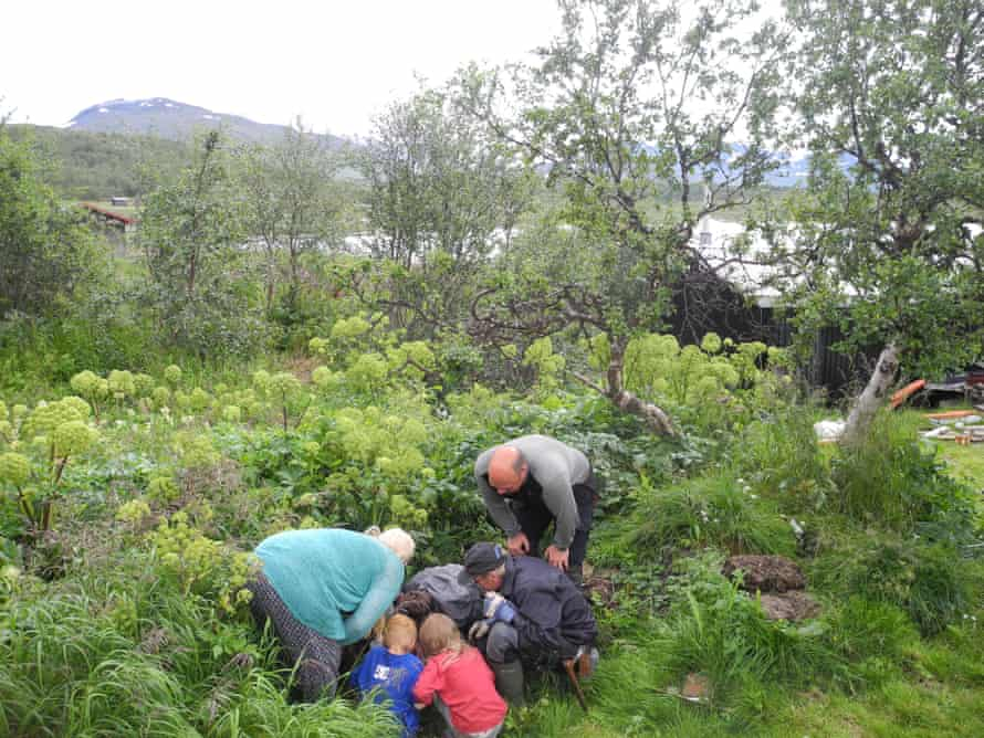 Researchers show compost samples to locals in Padjelanta national park, Sweden.