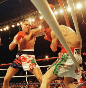 Oscar De La Hoya on his way to a technical knockout victory over Julio César Chávez in 1996