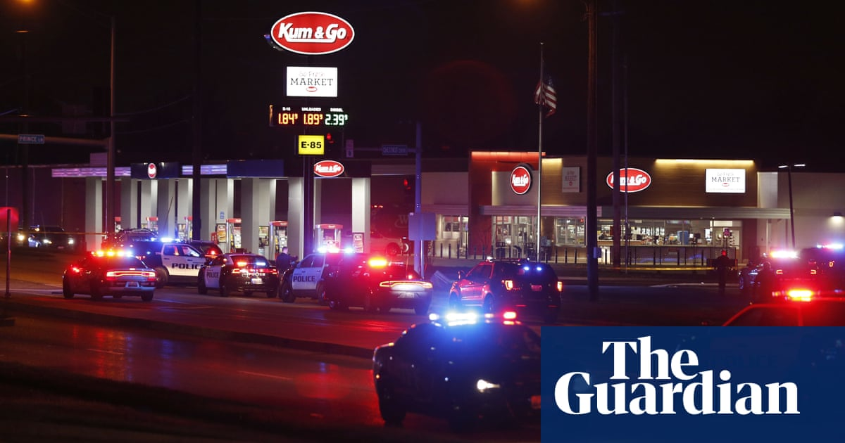 Police officer and gunman among five dead after shooting in Springfield, Missouri - The Guardian 3