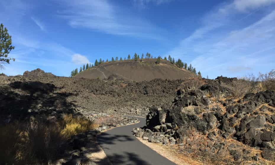 Trail of the Molten Land at Lava Lands Visitor Center, Bend, Oregon, US