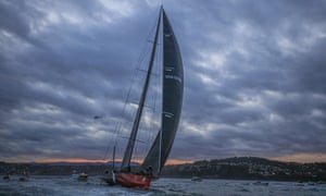 US supermaxi yacht Comanche becomes the first US challenger to take line honours in the Sydney to Hobart race since 1998.