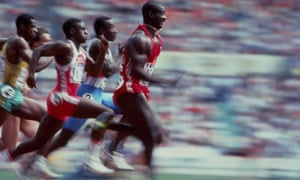 Ben Johnson leads the field on his way to winning the 100m semi-final in Seoul