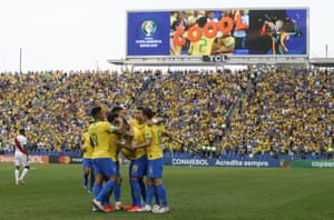 Everton celebrates with his Brazil teammates after scoring against Peru at the Arena Corinthians in São Paulo.